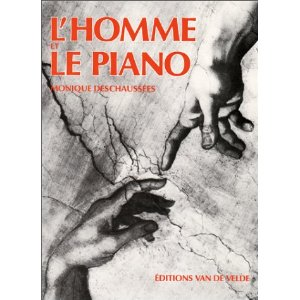 Homme et piano Deschaussees